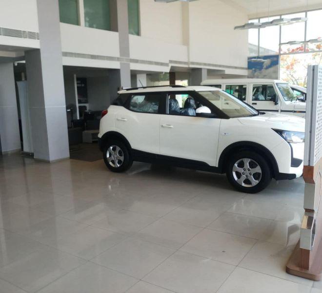 automotive-mahindra-showroom-gallery-9